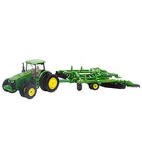 约翰迪尔1:64 8320R拖拉机套装模型(配有耕整地机械配件)